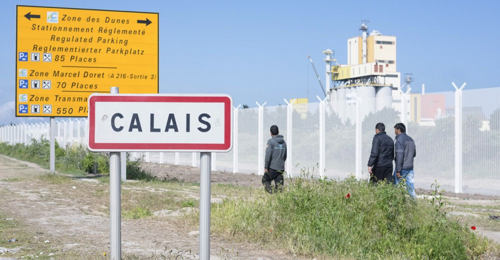 Migrants on the road next to migrant reception centre Jules Ferry.